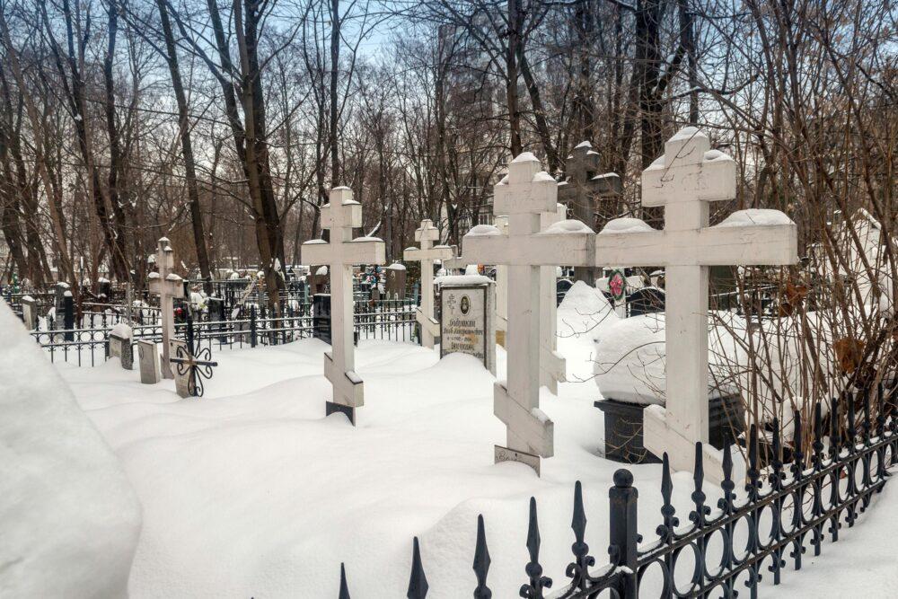 Могилы старообрядцев на Преображенском кладбище (зима, 2019 г.)