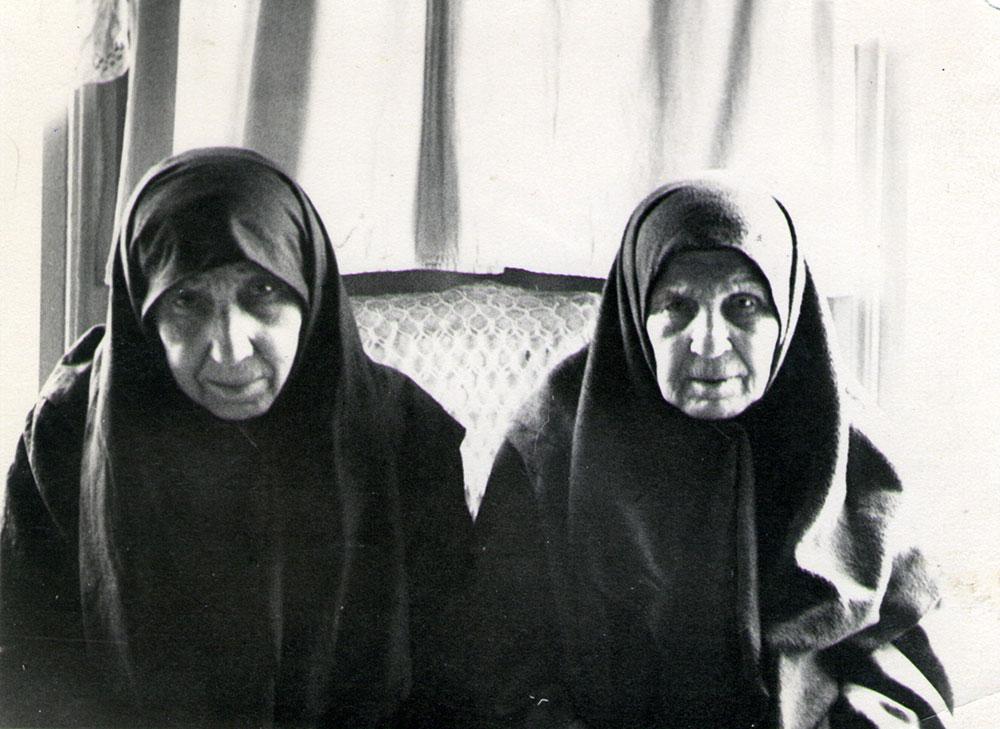 Матушка Матрона Михайловна Темникова (слева) с сестрой Парасковией Михайловной Кузнецовой из Сызрани