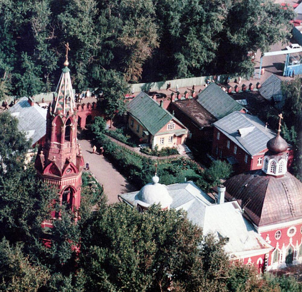 Успенский храм с колокольней (вид сверху, фото 80-90-х годов)