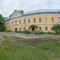 Успенский корпус женского двора Преображенского монастыря (лето, 2019 г.)