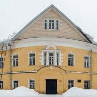 Успенский корпус женского двора Преображенского монастыря (зима, 2019 г.)