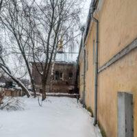 Вид на Успенский корпус женского двора Преображенского монастыря (зима, 2019 г.)