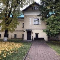 Вид на здание по адресу: ул. Преображенский вал, 17Бс4, женского двора Преображенского монастыря (лето, 2019 г.)