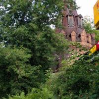 Вид на башню и часть стены женского двора Преображенского монастыря, прилегает к территории Преображенского рынка