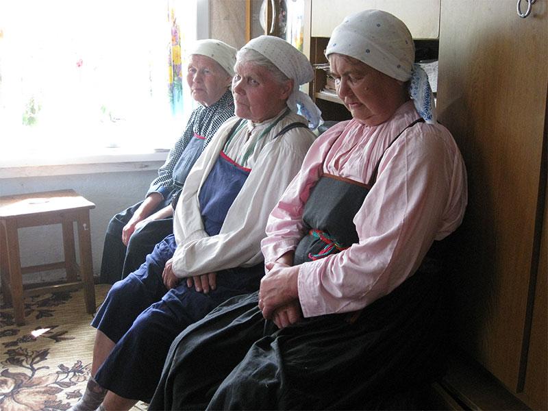 Соборные_старушки_после_моления_2010